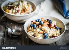Oatmeal With Berries And Nuts Zdjęcie stockowe 249309910 : Shutterstock