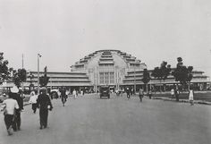 It was an old black and white film that showed the first leg of a trip up to Angkor Wat about 100 years ago. Phnom Penh, Angkor Wat Cambodia, Art Deco Buildings, Indochine, Unique Art, Old Photos, Vietnam, Street View, Berges