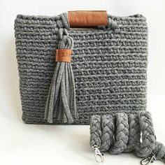 Combinação linda de fio de malha com couro @sabenco #crochelovers… Mais