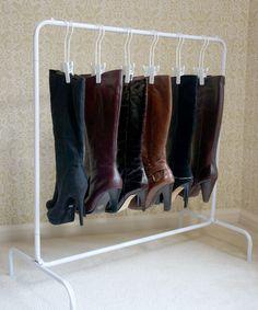 Das Boot Rack ™ (White Rack + 6 Boot-Kleiderbügel) - Online Pins For You Living Room Storage, Bedroom Storage, Storage Spaces, Garage Bedroom, Boot Organization, Shoe Organizer, Organizing, Bedroom Organization, Boot Storage