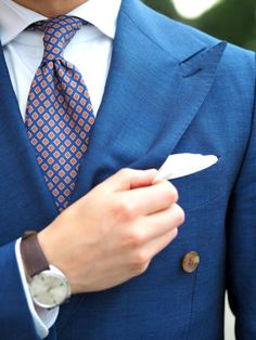 Royal-blue-suit-with-printed-tie-and-white-linen-pocket-square #bluesuit #suitformen #menstyle #ties #accessories #businessstyle
