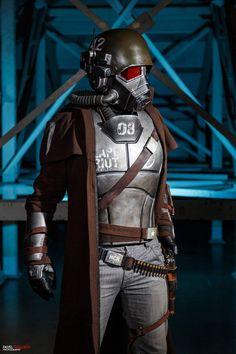 Fallout: New Vegas NCR Ranger veteran cosplay by MaxBdn Fallout Props, Fallout Meme, Fallout Fan Art, Fallout Concept Art, Cosplay Armor, Male Cosplay, Best Cosplay, Awesome Cosplay, Ncr Ranger
