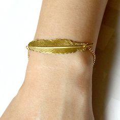 pretty! i wish my wrists weren't so small so i could wear bracelets. by Sevinoma
