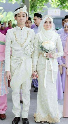 Muslim Wedding Gown, Muslim Wedding Dresses, Muslim Brides, Wedding Hijab, Wedding Dresses For Girls, Wedding Gowns, Pelamin Simple, Indonesian Wedding, Muslimah Wedding
