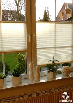 Ein toller Sicht- und Sonnenschutz für's Fenster - mit Plissees der Marke sensuna® #Fenster #Plissee #sensuna