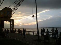Vista do por-do-sol na Estação das Docas, na orla de Belém.