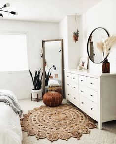 Home Decor Ideas Interior Design .Home Decor Ideas Interior Design Room Ideas Bedroom, Bedroom Inspo, Home Decor Bedroom, Light Bedroom, Bedroom Bed, Bright Bedroom Ideas, Classic Bedroom Decor, Indie Bedroom, Bedroom Rugs