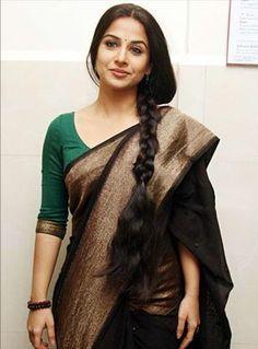 Vidya Balan in a classic black saree by Sabyasachi She looks so stunning! Sari Design, Indian Attire, Indian Ethnic Wear, Indian Dresses, Indian Outfits, Saris Indios, Indische Sarees, Simple Sarees, Belle