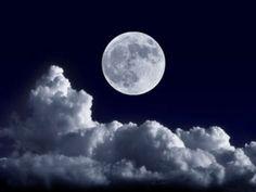 Viele Menschen glauben daran, dass der Mond beim Abnehmen helfen kann. EAT SMARTER erklärt, wie das Abnehmen mit dem Mond funktioniert.