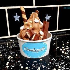 Chhocccolate frozen yogurt...so yummy! 🍫😊 #wonderpots #frozenyogurt #chocolate #kitkat #kinder #belgianpearls #enjoy #indulge #goodtimes #slemani #sulaymaniyah #kurdistan #iraq #citycentermallslemani  #وەندەرپۆتس #فرۆزنیۆگرت #سلێمانی #کوردستان #دۆندرمە #سیتیسەنتەر #خواردن