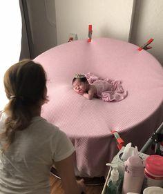 Behind the scenes-newborn-session Foto Newborn, Newborn Baby Photos, Newborn Pictures, Newborn Session, Baby Girl Newborn, Newborn Photography Tips, Newborn Photographer, Children Photography, Family Photographer