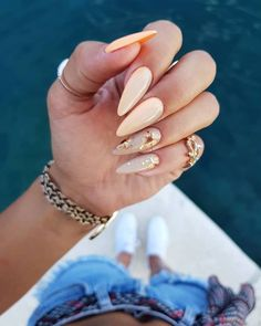 Gold Nails: 35 Gold Nail Designs - The most beautiful nail models Maroon Nails, Peach Nails, Gold Nails, Stiletto Nails, Gold Nail Designs, Acrylic Nail Designs, Acrylic Nails, Perfect Nails, Gorgeous Nails