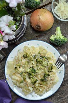 Makaron z brokułami, bardzo różnorodne w smaku i pyszne danie do przygotowania w kilkanaście minut. Świetny obiad dla całej rodziny Dessert, Cabbage, Food And Drink, Pasta, Dinner, Vegetables, Pierogi, Insulin Resistance, Recipes