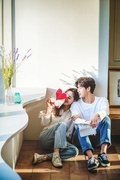 Pre Wedding Poses, Pre Wedding Photoshoot, Wedding Couples, Korean Drama Romance, Korean Wedding Photography, Korean Photo, Wedding Aisle Decorations, Ulzzang Couple, Sweet Couple