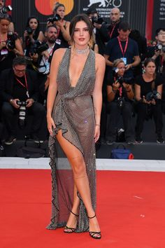 Bella Thorne brought the naked dress to the Venice Film Festival in a sheer mesh Philosophy di Lorenzo Serafini gown. Source by dress celebrity Bella Thorne, Celebrity Red Carpet, Celebrity Style, Celebrity Memes, Celebrity Outfits, Haute Couture Gowns, Bollywood Dress, Beautiful Celebrities, Celebrities Fashion