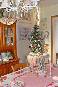 I have a small tree in my dining room but my table clothe is green???  HUMMMMMMMMM  Dining Room