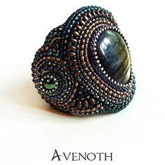 Miannan - a bracelet with labradorite, for a good start of the new year!  #bracelet #labradorite #handmade #diy #beadembroidery #bead #beadwork #toho #beading