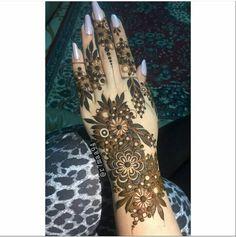 Latest Henna Designs, Floral Henna Designs, Back Hand Mehndi Designs, Mehndi Designs Book, Modern Mehndi Designs, Mehndi Designs For Beginners, New Bridal Mehndi Designs, Mehndi Designs For Fingers, Khafif Mehndi Design