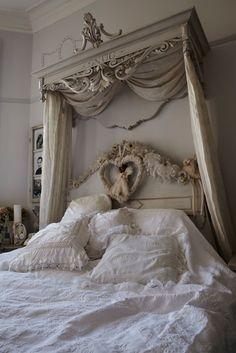 GustavianBeauty - lookslikewhite Blog - lookslikewhite