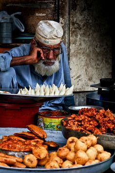 Lahore - Pakora Seller near Data Darbar