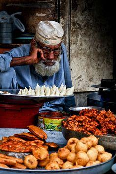 Lahore - Pakora Seller near Data Darbar