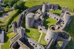 Kidwelly Castle - Kidwelly, Carmarthenshire, Wales. Watch http://destinations-for-travelers.blogspot.com.br/2014/12/kidwellycastle-kidwelly-wales.html