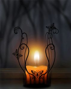 Decorate your bathroom with DIY candles. LOVE this candle holder! Light My Fire, Light Up, Candle Lanterns, Candle Sconces, Flickering Candle, Candle Lighting, Diy Candles, Image Bougie, Candle In The Wind