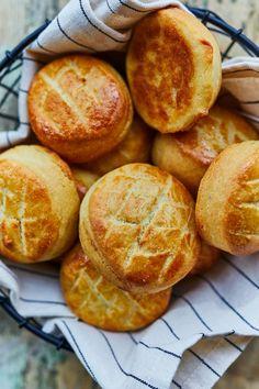 Sütőporos krumplis pogácsa recept | Street Kitchen Ciabatta, Winter Food, Bagel, Hamburger, Favorite Recipes, Bread, Snacks, Oktoberfest, Appetizers