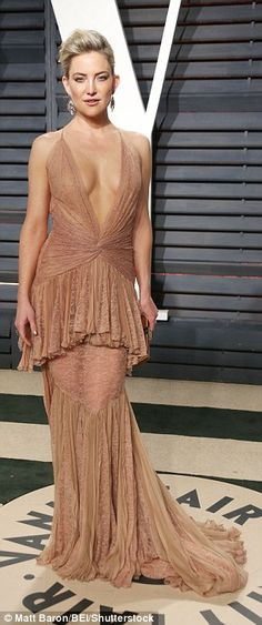 Kate Hudson dazzles in a plunging gold gown at Vanity Fair Oscars bash #dailymail