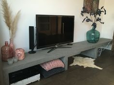 Tv meubel betonlook Tv Wall Design, Interior Architecture, Small Spaces, House Plans, Furniture Design, Sweet Home, New Homes, Lounge, Leiden