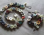 Sets (necklace, bracelet) made with small vintage buttons and lanyard for macramé two colors (white, cream).