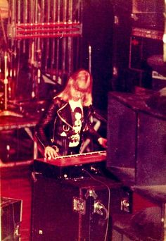 https://flic.kr/p/qUsnfo | 1975 - Sweet, The - Brian Connolly - lead voc,key | Brian on keyboard