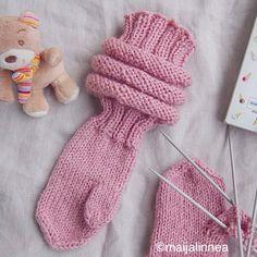 Lapsen makkaravartiset lapaset – Maijalinnea Haircuts For Curly Hair, Curly Hair Styles, Knit Mittens, Leg Warmers, Little Boys, Fingerless Gloves, Knit Crochet, Knitting, Children