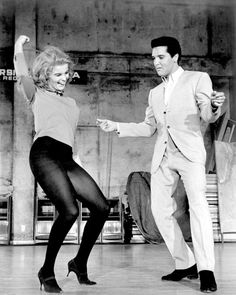 Ann-Margret, Elvis Presley / production still from George Sidney's Viva Las Vegas Vintage Hollywood, Classic Hollywood, Elvis E Priscilla, Rock And Roll, Ann Margret Photos, Elvis Presley Photos, Star Citizen, Just Dance, Hollywood Stars