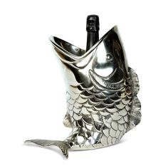 A quirky way to keep your favourite bottle upright, this beautifully detailed Fish Bottle Holder makes a lovely gift. Guests are bound to be impressed when this holder takes centre stage.