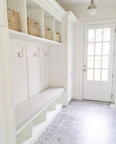 This maximum storage mudroom from @jshomedesign is giving us all the heart eyes…
