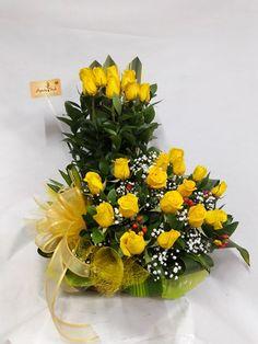Neon Flowers, Beautiful Bouquet Of Flowers, Fresh Flowers, Silk Flowers, Ikebana, Flower Arrangements Simple, Different Flowers, Wedding Centerpieces, Flower Designs