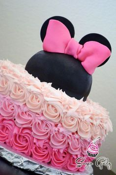 Minnie Mouse Pink Buttercream Ombre Birthday Cake in Austin Texas by Sugie Galz by susanna