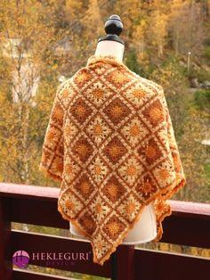 Heklet trekantsjal med oldemorsruter i gulfarger Scarf Patterns, Crochet Shawl, Kids Fashion, Scarves, Wraps, Clothes, Pdf, Design, Threading