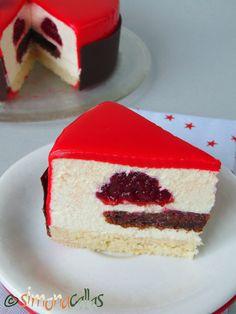 Tort de Craciun Entremet cu ciocolata banane si zmeura 2 Entremet Recipe, Delicious Desserts, Yummy Food, Homemade Cakes, Something Sweet, Cakes And More, Cake Cookies, No Bake Cake, Vanilla Cake