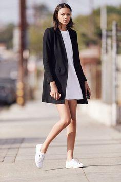 Fashionable minimalist street style 57