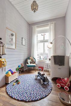 (1) FINN – GAMLEBYEN: Flott, lys og klassisk 3-roms m/soverom mot bakgård. Kjøkken fra 2008. Peisovn. God takhøyde (3 meter). Oslo, Real Estate, Kids Rugs, Home Decor, Modern, Rome, Decoration Home, Kid Friendly Rugs, Room Decor