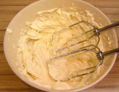 Top 5 cele mai simple și delicioase creme pentru prăjituri - doar priviți cât de rapid se prepară! - Bucatarul Icing Frosting, Top 5, Diy Cake, Mashed Potatoes, Cake Recipes, Peanut Butter, Cake Decorating, Good Food, Cheese