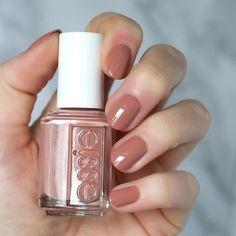 Essie Less is Aura Nude Nails, Matte Nails, Gel Nails, Essie Nail Polish, Nail Polish Colors, Braut Make-up, Nail Envy, Manicure E Pedicure, Hair Skin Nails
