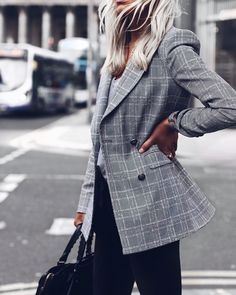 I have had so many questions about this blazer and since I wasn't able to link via LiketoKnow.it I thought i'd put a direct link on my blog. You can shop the Blazer here! If you follow my stories you will probably know that I haven't bought anything in Zara for weeks maybe even months now. I look online everyday and…