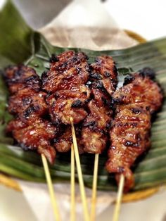 In this Filipino pork barbecue dish, the pork is sliced thinly, marinated overnight, skewered on bamboo sticks and cooked on a barbecue grill. This is one of Filipino favorites as pulutan or miryen… sisig recipe filipino food Filipino Pork Barbecue Grilling Recipes, Pork Recipes, Asian Recipes, Cooking Recipes, Healthy Recipes, Barbecue Recipes, Seafood Recipes, Vegan Grilling, Vegetarian Barbecue