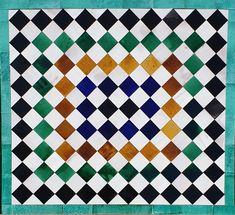Pequeños azulejos esmaltados a mano