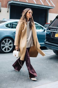 Fashion Week Street Style: Looks to Copy Street Style Fashion / Fashion Week Week Source . Street Style Outfits, Looks Street Style, Mode Outfits, Street Style Women, Fashion Week, Winter Fashion, Womens Fashion, Fashion Trends, Fashion Fashion