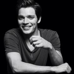 That moment when you realize Dominic Sherwood (vampire academy) was in taylor swift's music video, style