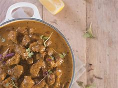 Flavourful beef curry #recipe   Geurige kerriebeesvleis-resep #curry #beef #Indian Meat Recipes, Dinner Recipes, Dessert Recipes, Cooking Recipes, Recipies, Desserts, South African Recipes, Ethnic Recipes, Beef Curry